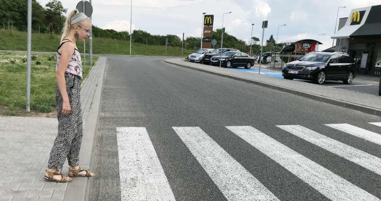 Piesza wkraczająca na przejście. Fot. brd24.pl
