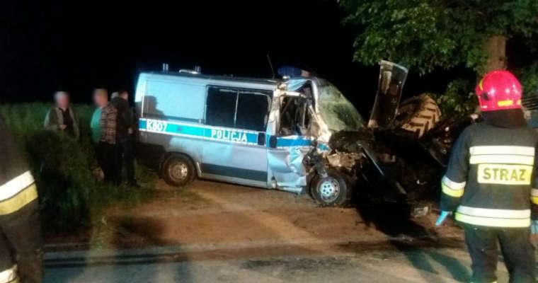Wypadek radiowozu policji i ciągnika w miejscowości Albigowa na Podkarpaciu. Fot. Policja