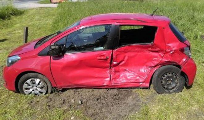 Wypadek samochodu do nauki jazdy w miejscowości Żuków (Mazowsze). Fot. Policja