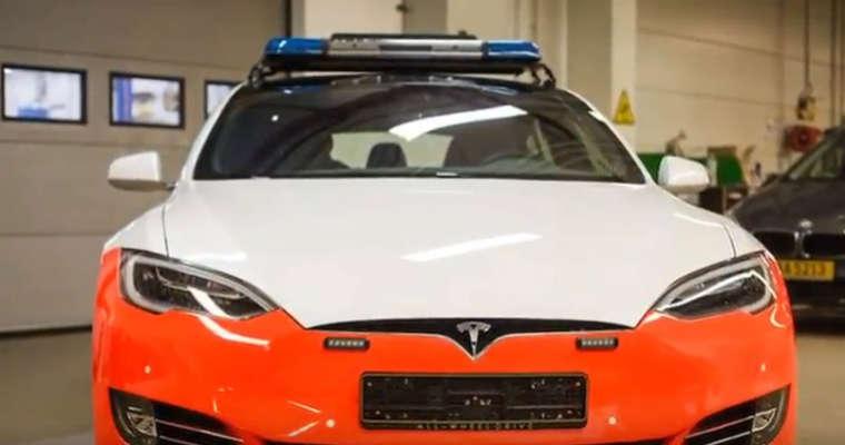 Tesla S jako radiowóz policji z Luksemburga Źródło: YouTube