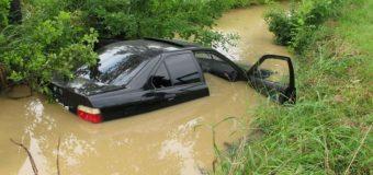 Zasole. Utopił BMW, bo uciekał przed policją