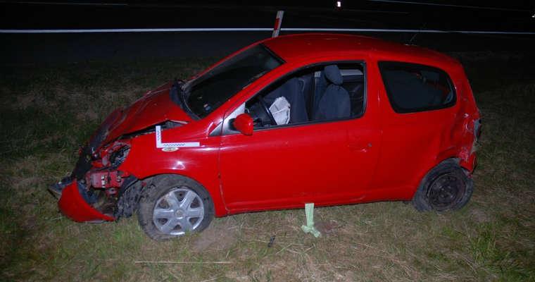 Kobieta kierująca toyotą po wypadku na obwodnicy Piask wypadła z samochodu. Nie miała zapiętych pasów bezpieczeństwa. Fot. policja