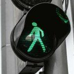 Przejście dla pieszych, sygnalizacja. Fot. CC0