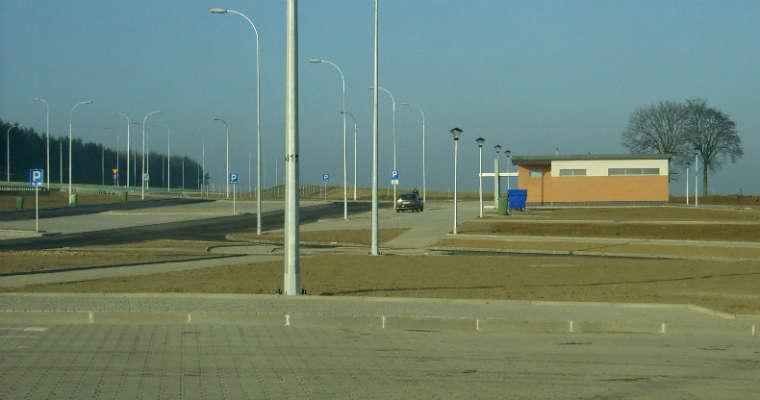 Na polskich autostradach i drogach ekspresowych ciągle brakuje miejsc obsługi podróżnych wyposażonych w stacje paliw - wynika z kontroli NIK. Fot. Wikimedia Commons