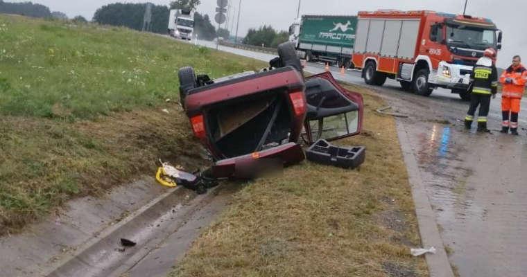 Dachowanie na autostradzie A4. Fot. Policja