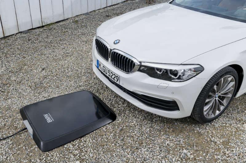Bezprzewodowe ładowanie samochodów BMW. Fot. materiały prasowe