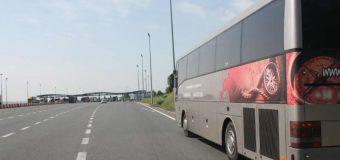 Ukraiński kierowca cofał na A4 autobusem. W środku 43 pasażerów