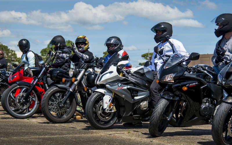Motocykliści Fot. U.S. Air Force photo/Samuel King Jr.