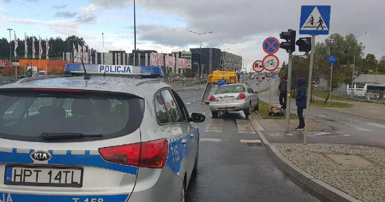 Kierowca omijający pojazdu buspasem potrącił 9-letnią rowerzystkę w Olsztynie. Fot. Policja