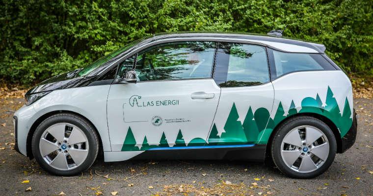 Elektryczne BMW i3 wygrały przetarg Lasów Państwowych. Fot. BMW