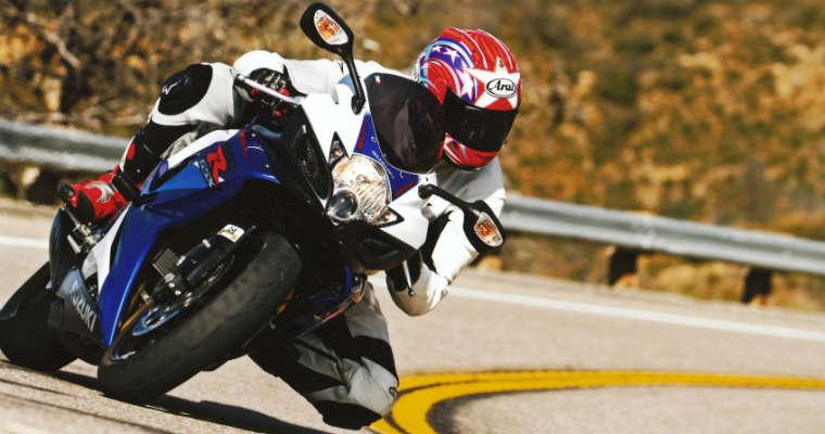 Motocyklista na zakręcie Fot. CC0