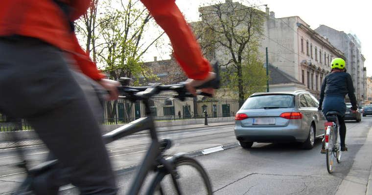 Rowerzyści w mieście. Fot. CC0