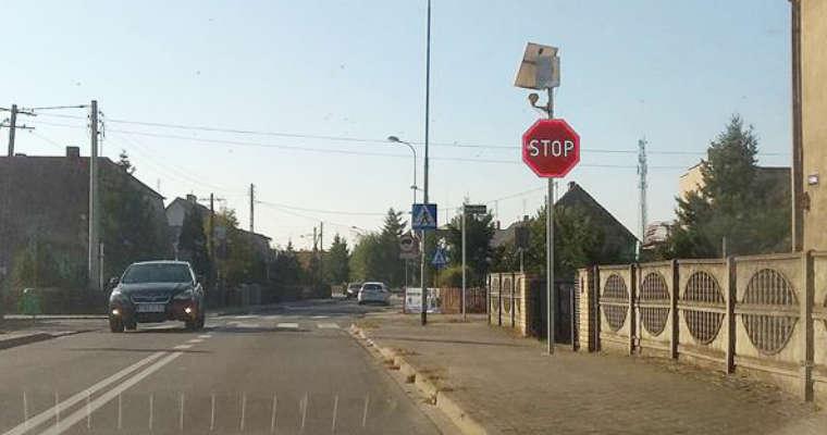 Aktywne oznakowanie pomogło zmniejszyć liczbę kolizji na skrzyżowaniu w Wągrowcu. Fot. Policja