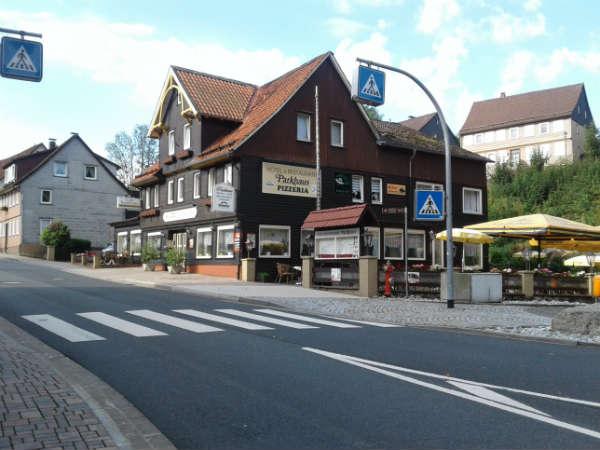 """Niemcy. Przejście dla pieszych typu """"zebra"""" - są dobrze oznakowane i znajdują się tylko w obszarach zabudowanych. Fot. Wiesław Migdałek"""