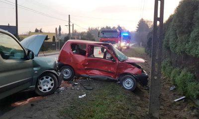 Zderzenie czołowe samochodów w Justynowie. Źródło: Facebook OSP Justynów