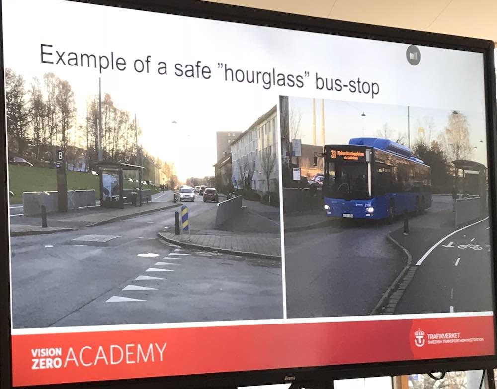 Przystanek autobusowy, który uniemożliwia innym pojazdom wyprzedzanie stającego autobusu. Fot. brd24.pl