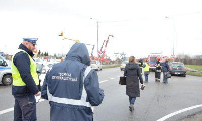 Przejście dla pieszych w miejscowości Gościcino, na którym doszło do śmiertelnego potrącenia, jest zlokalizowane na wzniesieniu i nie ma tam ograniczenia prędkości na drodze krajowej. Fot. Policja