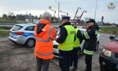 Zespół do spraw badania wypadków ze skutkiem śmiertelnym na miejscu wypadku w Gościcinie. Fot. Policja