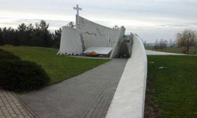 Pomnik ofiar wypadków drogowych w Zabawie koło Tarnowa. Fot. brd24.pl