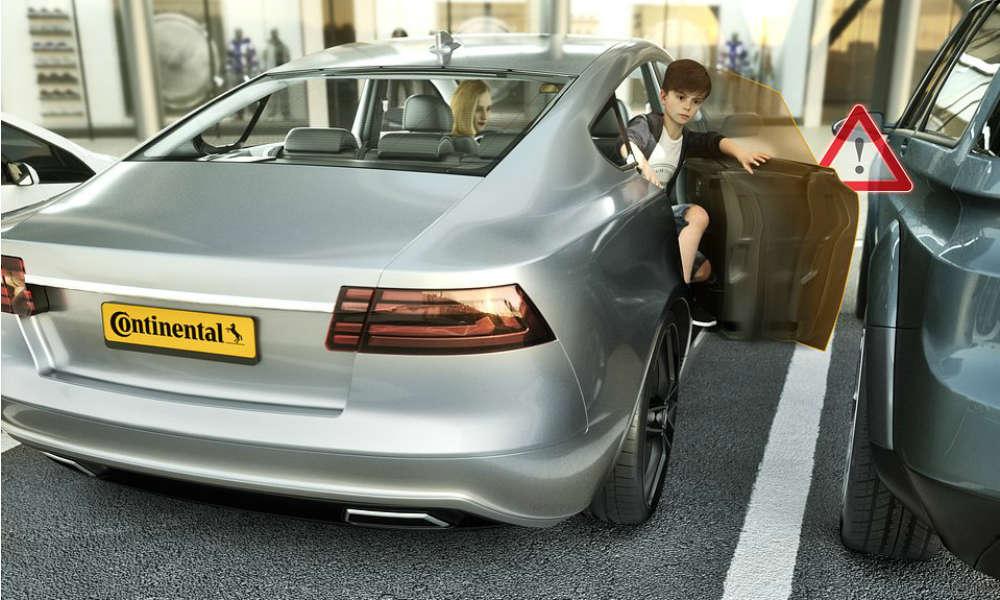 System inteligentnych drzwi samochodowych opracowany przez Continental zabezpiecza m.in. przed uderzeniem drzwiami w przeszkodę. Fot. mat. prasowe