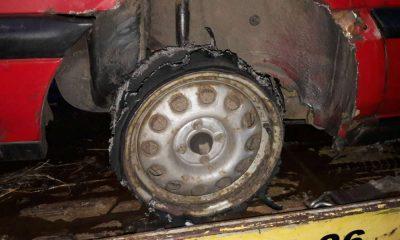 Kierowca w Namysłowie jechał na samej feldze. W ogóle się nie zorientował. Fot. Policja
