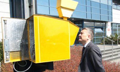 Fotoradar przed siedzibą Centrum Automatycznego Nadzoru nad Ruchem Drogowym w Warszawie. Fot. CANARD