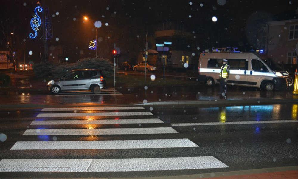 Przejście dla pieszych w Krośnie, na którym kierowca potrącił pieszego. Fot. Policja