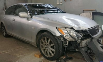 Lexus, którym śmiertelnie potrącono pieszego w woj. warmińsko-mazurskim Fot. Policja