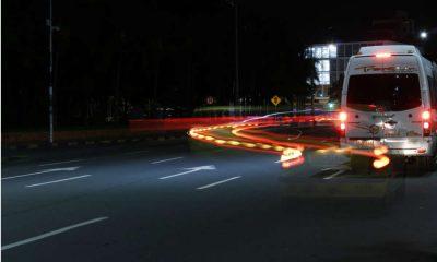 Omijanie pojazdu na drodze. Fot. CC0
