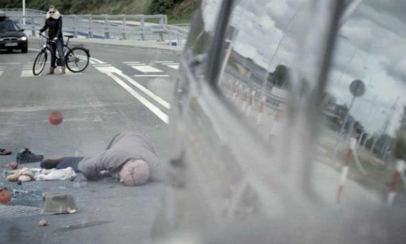 Potrącony pieszy. Źródło: Kampania Kieruj się rozsądkiem/Policja