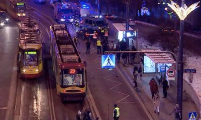 Samochód wjechał w przystanek w Warszawie. Źródło: Polsat NEWS
