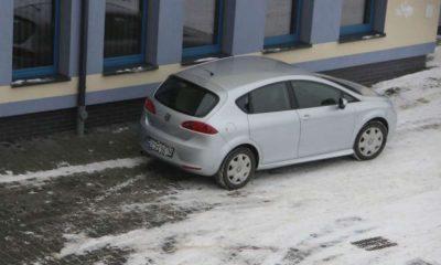 Policjanci zatrzymali kierowcę seata, który potrącił nastolatkę na pasach w Staszowie Fot. Policja