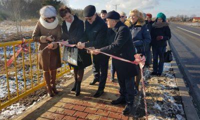W ubiegłym roku uroczyście oddano 1,6 km nowego chodnika w Kuczowie. Fot. GDDKiA