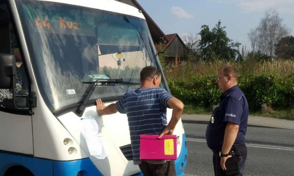 Mężczyzna z zakazem prowadzenia pojazdów woził autobusem pasażerów w Kuźnicy Raciborskiej prawie przez rok. Fot. Policja