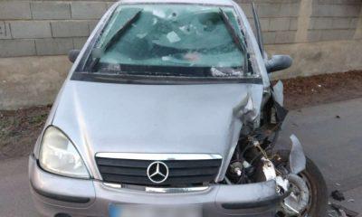 Kobieta wjechała w ciągnik rolniczy, bo nie usunęła lodu z szyb samochodu. Fot. Policja