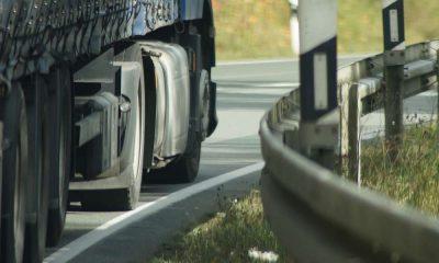 Ciężarówka na drodze. Fot. CC0