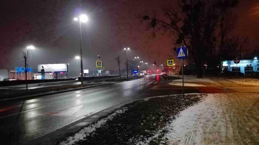 Miejsce śmiertelnego wypadku na przejściu dla pieszych w Toruniu na ul. Grudziądzkiej. Fot. Anna Zglińska