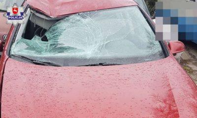 Policjanci znaleźli vw golfa z uszkodzeniami wskazującymi na to, że brał udział w wypadku z rowerzystką. Fot. Policja