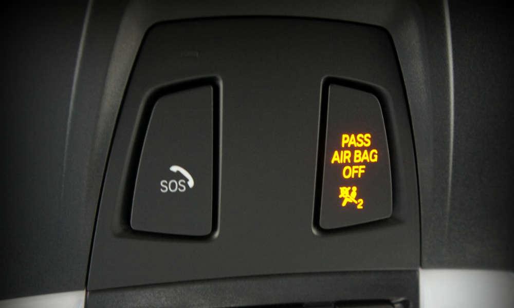 Przycisk SOS w BMW Fot. Michael Sheehan/CC BY 2.0