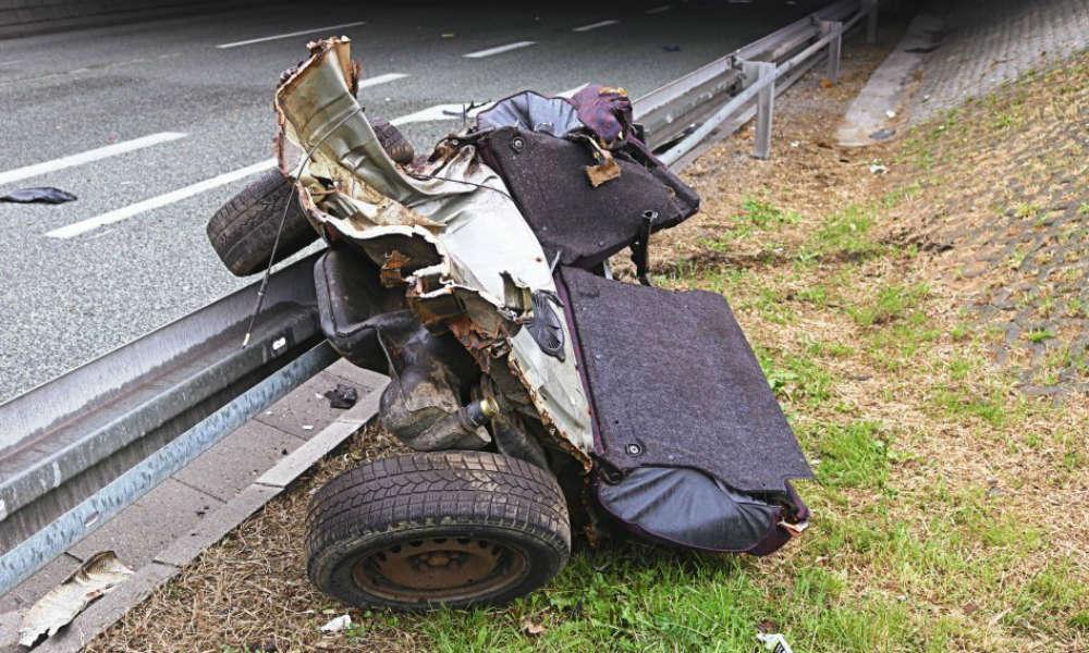 29-latka zginęła po uderzeniu w bramownicę na drodze w Harbutowicach. Fot. Policja