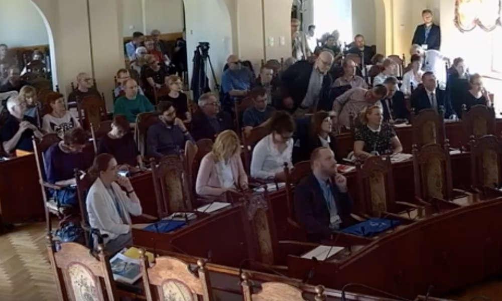 """Konferencja """"Wyzwania dla współczesnych miast"""" zorganizowana przez Stowarzyszenie Społeczny Rzecznik Pieszych w Bydgoszczy Fot. YouTube"""