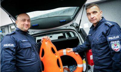 Lubuscy policjanci wyłowili uciekającego kierowcę z bagna Fot. Policja