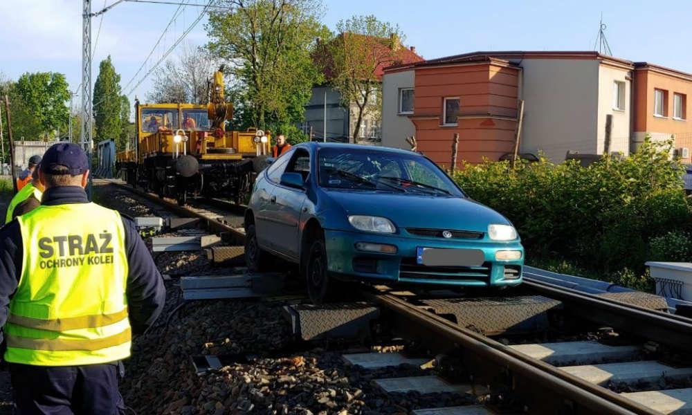 19-latek w Bielsku-Białej uciekał przed policją po torach i sparaliżował ruch kolejowy Fot. Policja