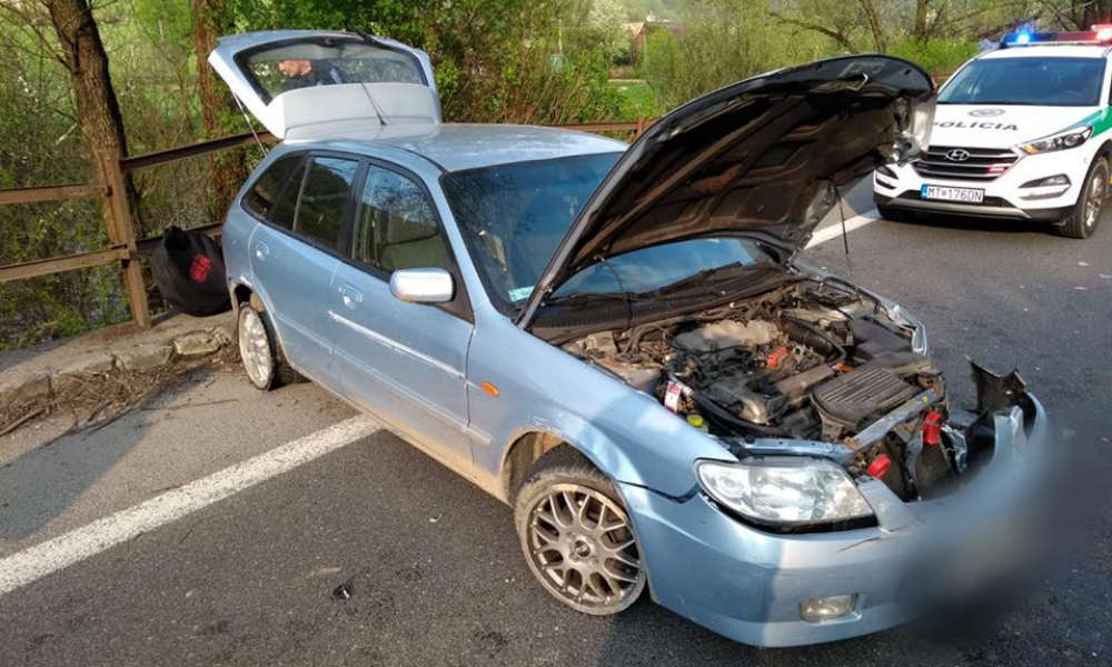Mazda Polaka zatrzymanego po ucieczce z miejsca wypadku na Słowacji. Fot. Słowacka Policja