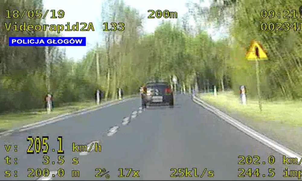 """Kierowca na Dolnym Śląsku nie chciał """"dać się wyprzedzić""""... radiowozowi. Fot. Policja"""