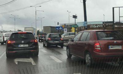 Tu z obu pasów kierowcy mogą wjechać na ulicę Puławską, która ma trzy pasy ruchu. Na który powinni zjeżdżać?