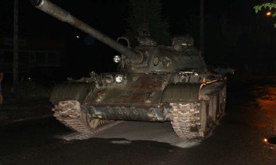 Czołg T55, którym pijany 49-latek jeździł po ulicach Pajęczna. Fot. Policja