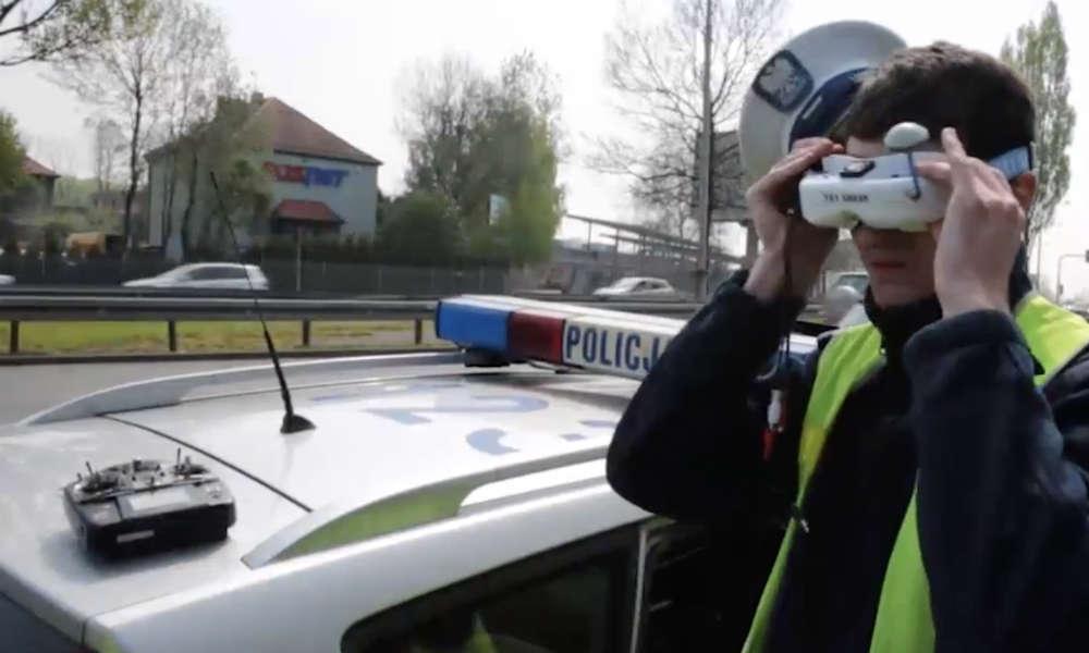 Test wykorzystania drona do nadzoru na drodze przez śląskich policjantów Fot. Policja