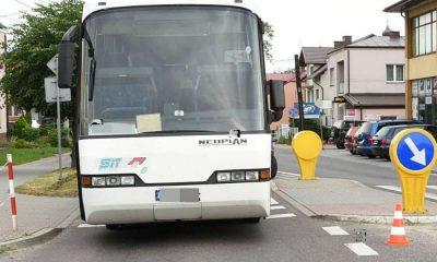 Kierowca autobusu wjechał w 74-latkę przechodzącą przez przejście dla pieszych w Tarnogrodzie Fot. Policja