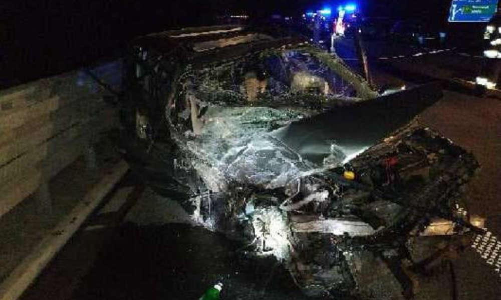 Pijany kierowca doprowadził do wypadku jadąc pod prąd autostradą A4. Fot. Policja